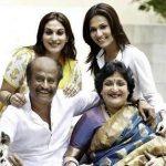 aishwarya-r-dhanush-with-her-family
