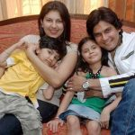 amar-upadhyay-with-his-wife-and-children