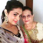 Anjana Sukhani with her mother