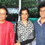 Anup Jalota with his wife and son