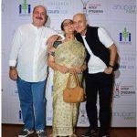 Anupam Kher with his brother Raju mother Dulari Kher