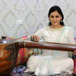 aparna-yadav-playing-veena
