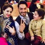avinesh-rekhi-with-his-wife-and-son