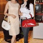 Bhagyashree with her sister Purnima Patwardhan