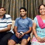 Bhuvneshwar Kumar with his parents
