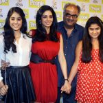 Boney Kapoor with wife Sridevi and daughters Jhanvi (left) and Khushi