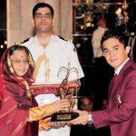 Chhetri receiving Arjuna Award From Pratibha Patil