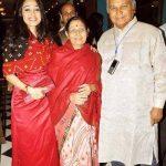 disha-vakani-with-her-parents