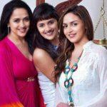 hema-malini-with-her-daughters