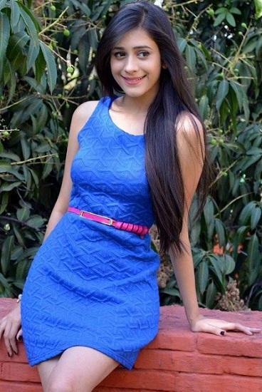 Hiba Nawab Posing