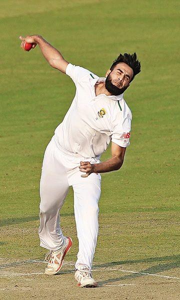 Imran Tahir bowling