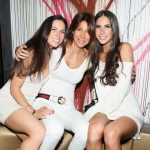 Jen Selter with her mother (center) and sister (left)