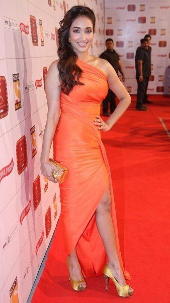 Jiah Khan posing at an award show