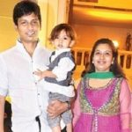 jiiva-with-his-wife-supriya-and-son-sparsha