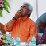 Manoj Sinha chewing tobacco