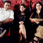 mazel-vyas-with-her-parents