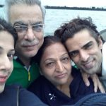 mohit-malik-with-his-parents-and-wife