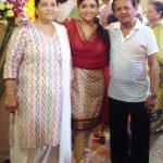 Monali Thakur with her parents