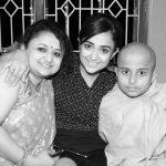 Monali Thakur with her elder sister, Mehuli