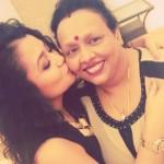 Neha Kakkar with her mother