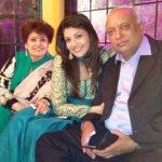 nisha-agarwal-family
