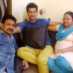 paras-arora-with-his-parents