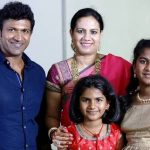 puneeth-rajkumar-with-his-wife-and-daughters