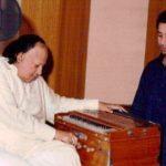 Rahat Fateh Ali Khan with his uncle Nusrat Fateh Ali Khan