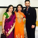 rahul-vaidya-with-his-mother-and-sister