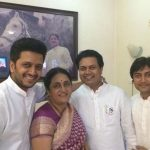Riteish Deshmukh with his mother and brothers