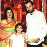 ruhana-khanna-with-her-parents