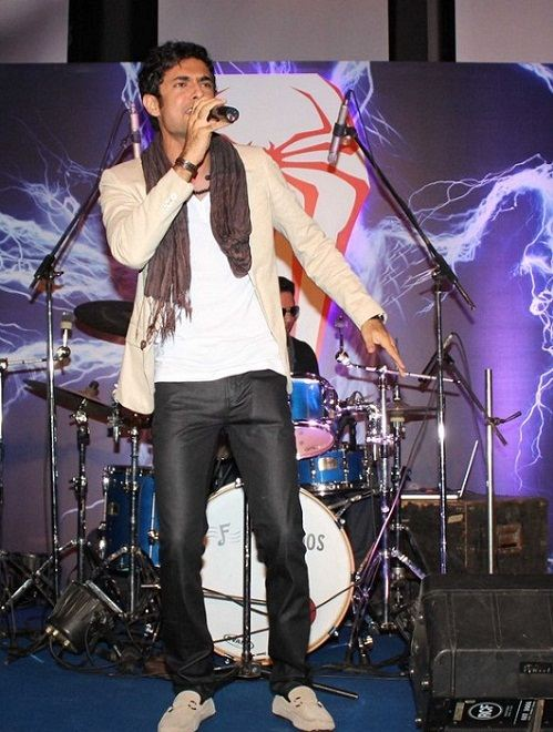 Sanam Puri performing at an event
