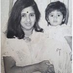Sapna Bhavnani Childhood Picture with her Mother