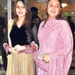 Sayyeshaa Saigal with her mother