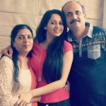 shalmalee-desai-with-her-parents