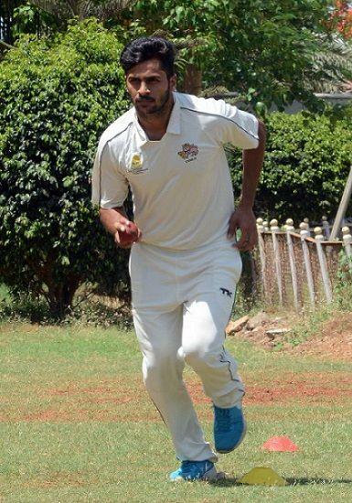 Shardul Thakur bowling