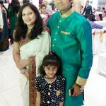 shaunak-vyas-with-his-wife-and-daughter