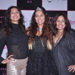 Shibani Dandekar with her sisters