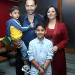 sudhanshu-pandey-with-his-wife-mona-and-sons