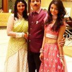 swini-khara-with-her-parents
