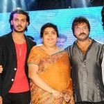 v-ravichandran-with-his-wife-and-children