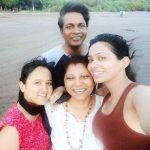 vaishnavi-dhanraj-with-her-family
