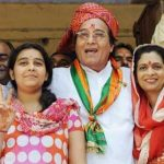 Vinod Khanna with wife Kavita and daughter Shraddha