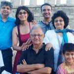 Vivek Mushran with his parents and other family members