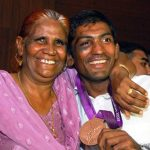 Yogeshwar Dutt with his mother