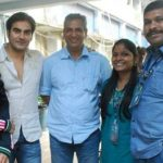 Atul Kapoor with Sonakshi Sinha, Arbaaz Khan and two other crew members of Bigg Boss