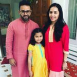 Avni Zaveri with her husband and daughter