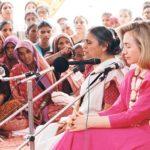 Ela Bhatt With Hillary Clinton