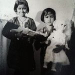 Jhumma Mitra childhood picture with her sister