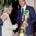 Rajyavardhan Singh Rathore receiving the Rajiv Gandhi Khel Ratna Award-compressed